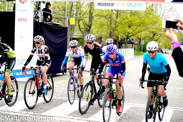 Start of the Women's crit